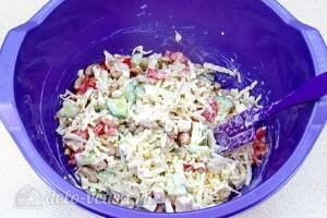 Салат с курицей, овощами и фасолью: фото к шагу 8.