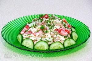 Салат с курицей, овощами и фасолью: фото к шагу 9.