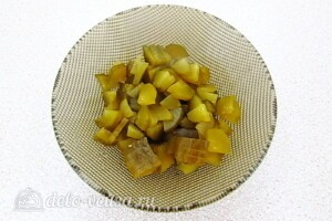Салат из свёклы и хрена по-латышски: фото к шагу 2.