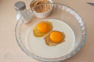 Яблочные панкейки на молоке: фото к шагу 1.