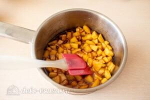 Яблочные панкейки на молоке: фото к шагу 9.