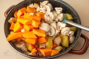Жаркое со свининой, тыквой и овощами: фото к шагу 7.