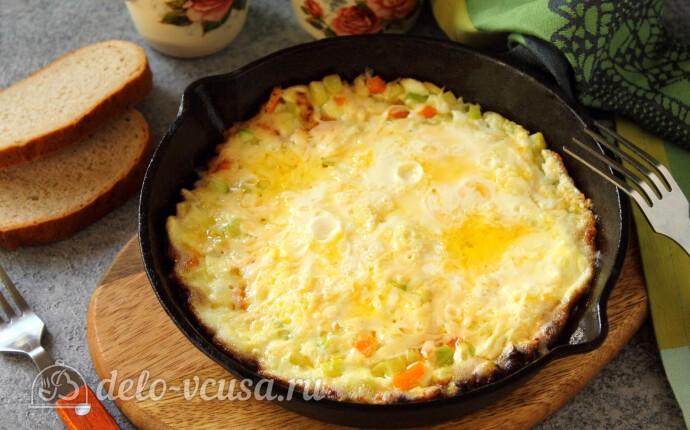 Омлет с кабачками и сыром на сковороде