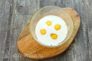 Омлет с кабачками и сыром на сковороде: фото к шагу 3.