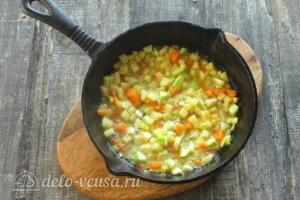 Омлет с кабачками и сыром на сковороде: фото к шагу 6.