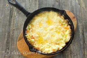 Омлет с кабачками и сыром на сковороде: фото к шагу 9.