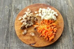 Щи из кислой капусты с грибами: фото к шагу 2.