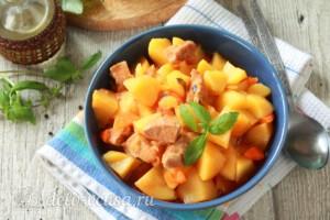 Жаркое из свинины с картошкой в мультиварке: фото к шагу 9.
