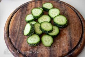 Греческий салат на шпажках: фото к шагу 1.