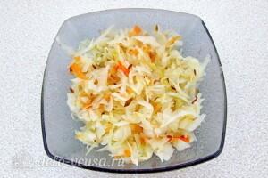 Картофельный салат с квашеной капустой и грибами: фото к шагу 6.