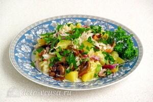 Картофельный салат с квашеной капустой и грибами: фото к шагу 9.