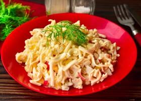Рецепт салат «кучерявый» с крабовыми палочками