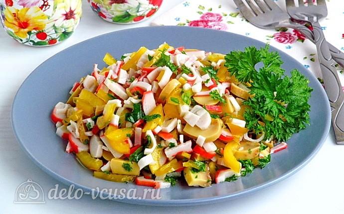 Крабовый салат с грибами и перцем