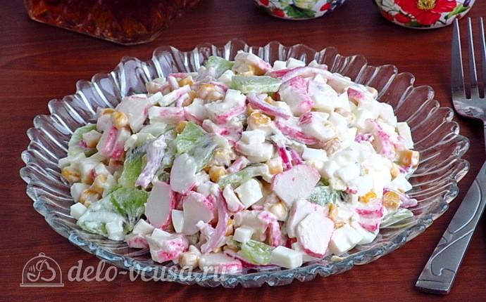 Крабовый салат с киви