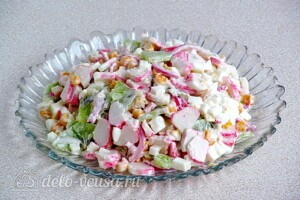 Крабовый салат с киви: фото к шагу 7.