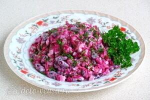 Салат из свёклы с фасолью и копчёной курицей: фото к шагу 10.