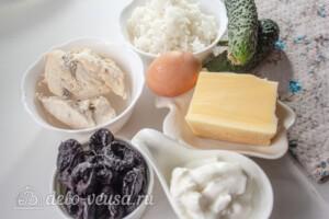 Слоеный салат с рисом и черносливом: Ингредиенты