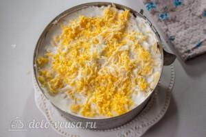 Слоеный салат с рисом и черносливом: фото к шагу 11.