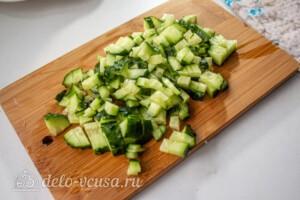 Слоеный салат с рисом и черносливом: фото к шагу 7.