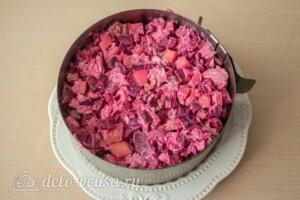 Свекольный салат с курицей и сыром: фото к шагу 8.