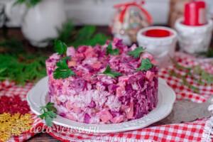 Свекольный салат с курицей и сыром: фото к шагу 9.