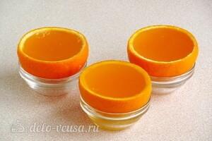 Желе в апельсинах: фото к шагу 6.