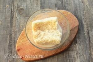 Баварские котлеты: замочить хлеб в молоке