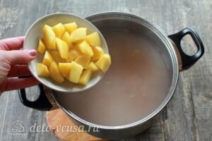 Грибной суп с перловкой: фото к шагу 3.