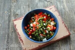 Курица, фаршированная рисом и овощами: фото к шагу 5.