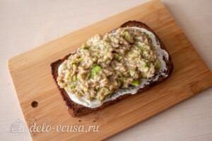 Тосты с авокадо и тунцом: фото к шагу 6.