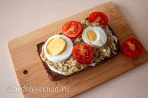 Тосты с авокадо и тунцом: фото к шагу 8.
