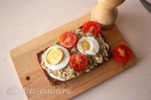 Тосты с авокадо и тунцом: фото к шагу 9.