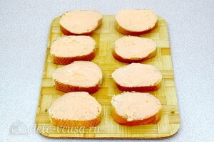 Бутерброды «Холостяцкий перекус»: фото к шагу 4.