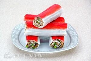 Фаршированные крабовые палочки с консервами и рисом: фото к шагу 11.
