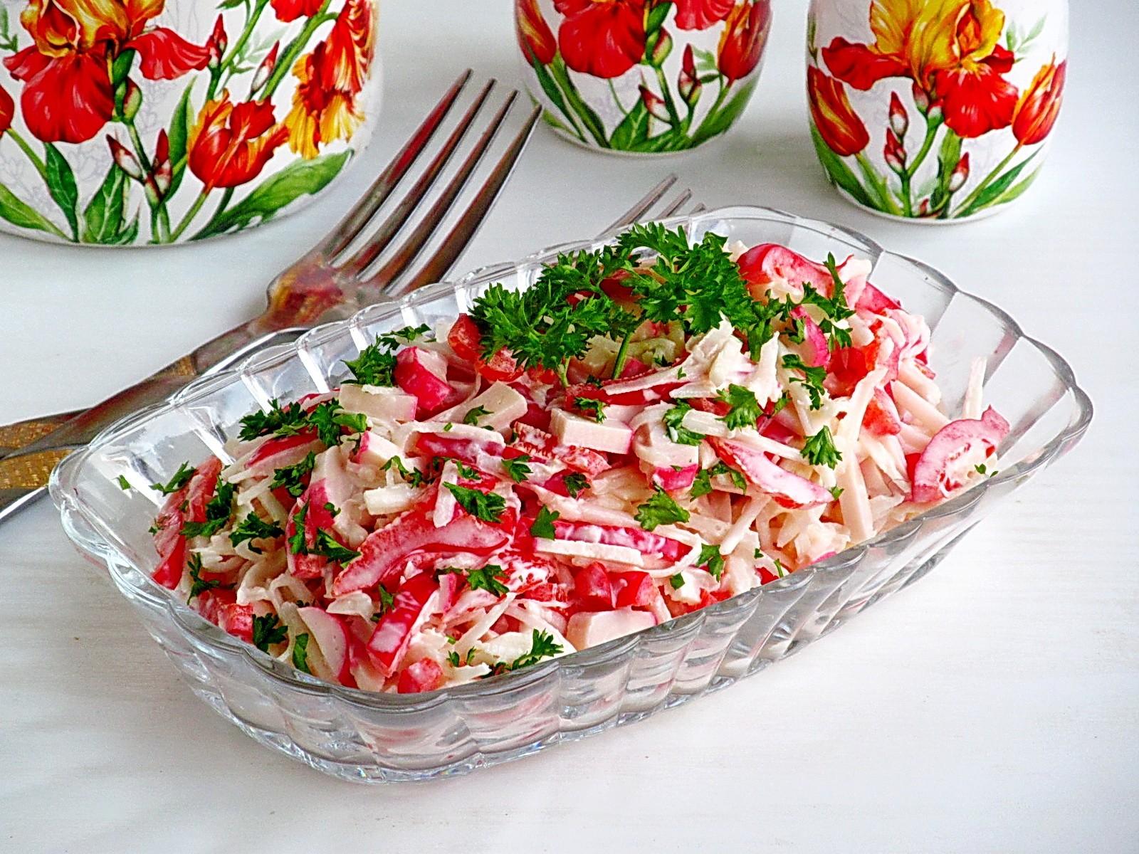 Крабовый салат с черной редькой