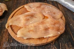 Куриные отбивные в панировочных сухарях: фото к шагу 4.