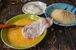 Куриные отбивные в панировочных сухарях: фото к шагу 6.