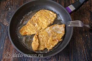 Куриные отбивные в панировочных сухарях: фото к шагу 8.