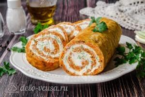 Морковный рулет со сливочным сыром: фото к шагу 12.