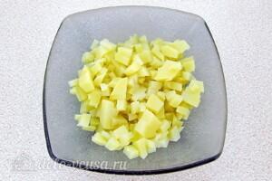 Картофельный салат с морской капустой и сельдью: фото к шагу 2.