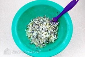 Картофельный салат с морской капустой и сельдью: фото к шагу 8.