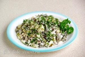 Картофельный салат с морской капустой и сельдью: фото к шагу 9.