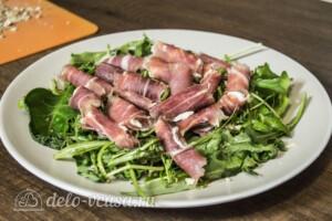 Теплый салат с грушей и хамоном: фото к шагу 6.