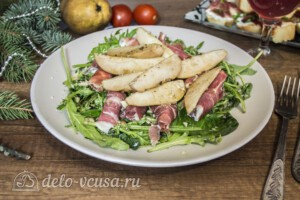Теплый салат с грушей и хамоном: фото к шагу 7.