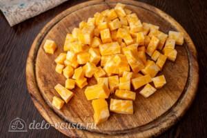 Салат со свеклой, сыром и сельдью: фото к шагу 1.