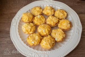 Тарталетки со шпротами и сыром: фото к шагу 4.