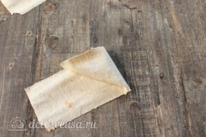 Конвертики из лаваша с тунцом: фото к шагу 9.