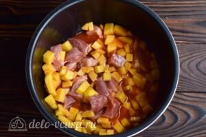 Азу из свинины с картошкой в мультиварке: фото к шагу 7.
