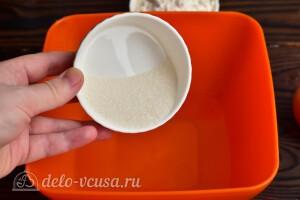 Растворяем сахар в теплой воде