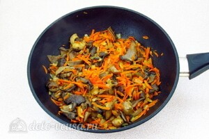 Булгур с овощами и вешенками: фото к шагу 5.